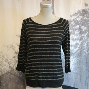 4/$30 🌷 Silver Stripped Black 3/4 Sleeve Sweater